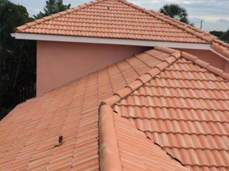 nettoyage toiture prix prix nettoyage toiture tarifs au m2 d 39 un professionnel et devis. Black Bedroom Furniture Sets. Home Design Ideas